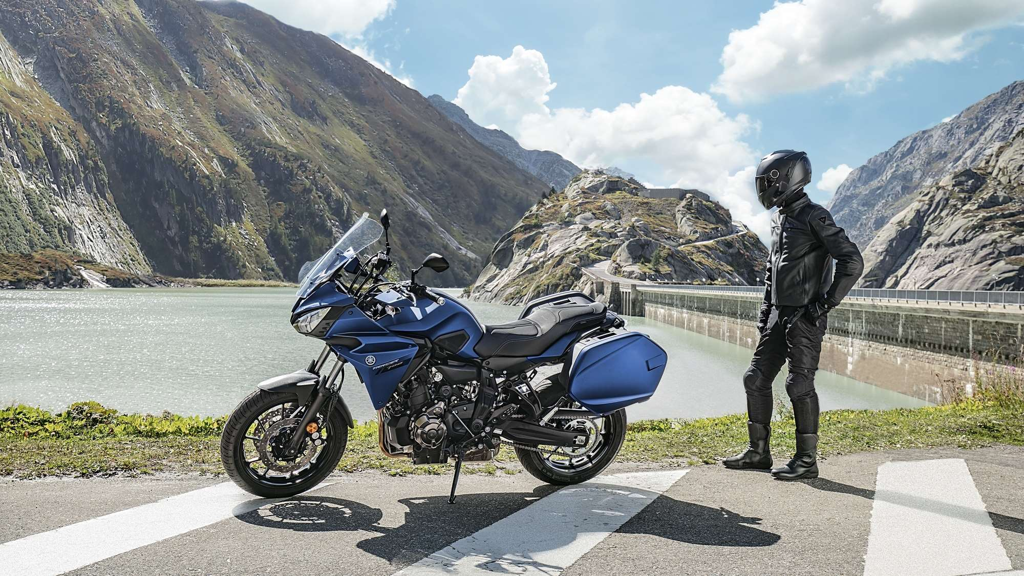 2019-yamaha-mt07trgt-eu-phantom_blue-static-004-03